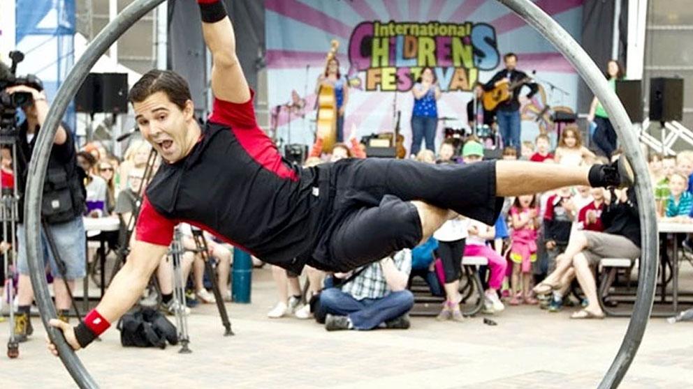 https://ottawabuskerfestival.com/wp-content/uploads/2018/06/performer_street_circus.jpg