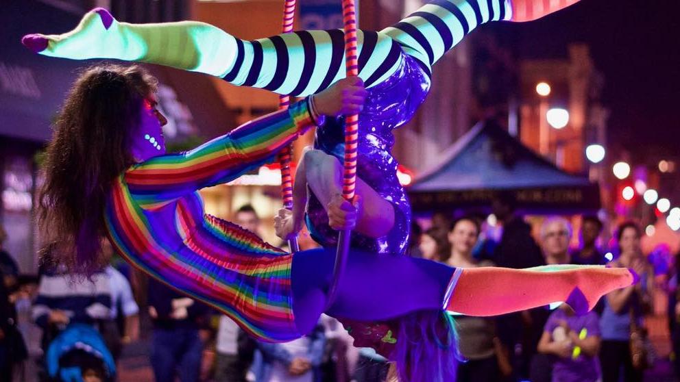 https://ottawabuskerfestival.com/wp-content/uploads/2018/07/performer_aerial_antics.jpg