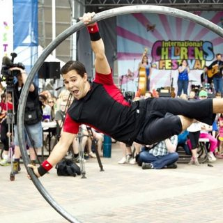 https://ottawabuskerfestival.com/wp-content/uploads/2018/07/performer_square_street_circus-320x320.jpg